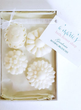 Gardenia Bathing Brooch Set